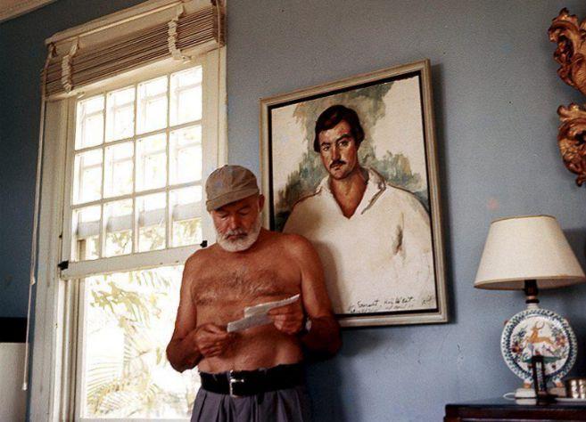 Ernest Hemingway en su casa de la finca La Vigía (1953). Foto: JFK Presidential Library.