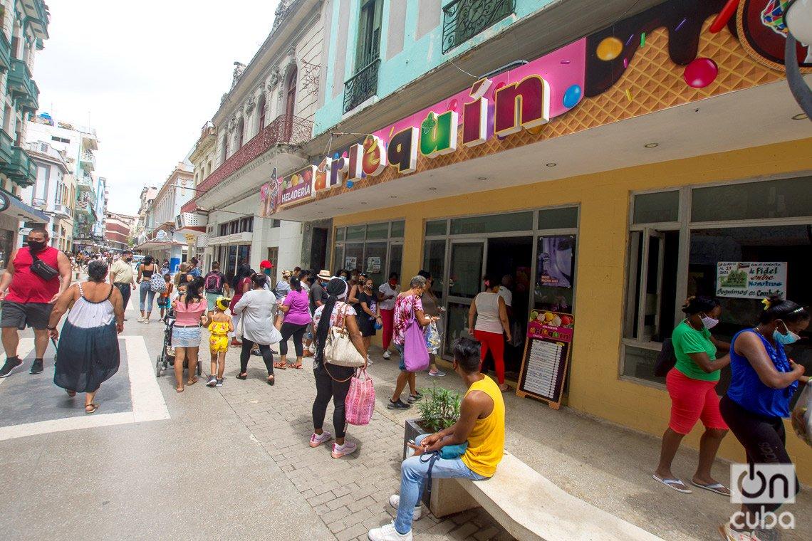 Heladería Arlequín, en el boulevard de San Rafael, en La Habana. Foto: Otmaro Rodríguez.
