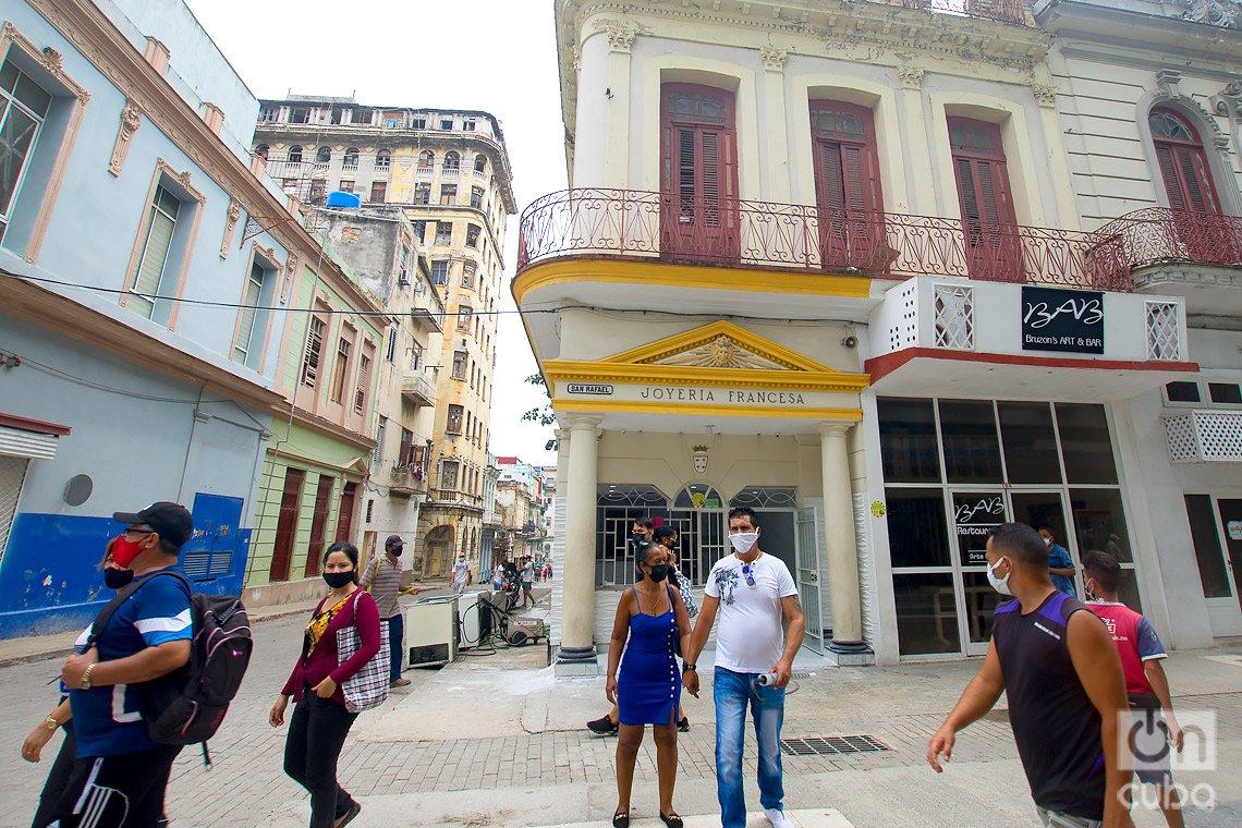 Antigua Joyería Francesa, hoy cafetería privada en el boulevard de San Rafael, en La Habana. Foto: Otmaro Rodríguez.