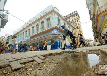 Boulevard de San Rafael, en La Habana. Foto: Otmaro Rodríguez.