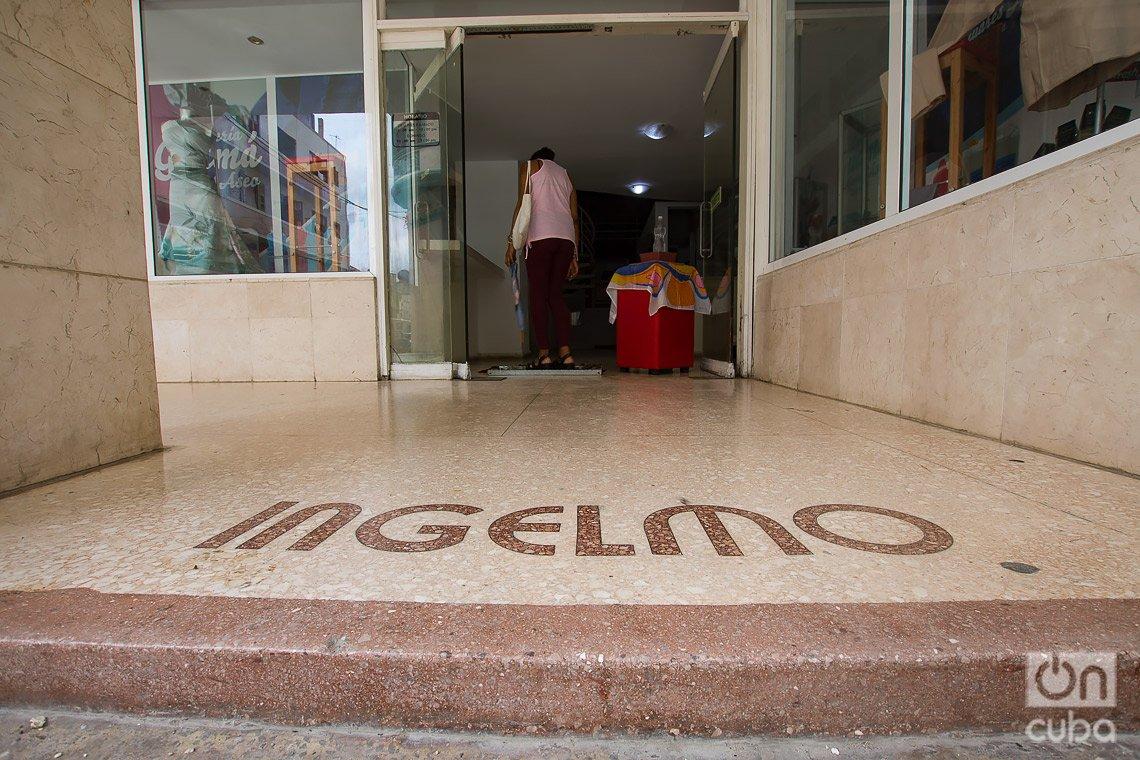 Antigua peletería Ingelmo, en el boulevard de San Rafael, en La Habana. Foto: Otmaro Rodríguez.
