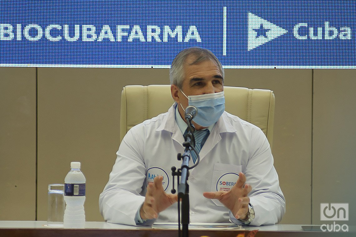 El Dr. Eduardo Martínez, presidente del grupo estatal BioCubaFarma, a cargo del desarrollo de las vacunas cubanas contra la COVID-19. Foto: Otmaro Rodríguez.