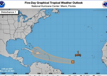 Imagen del cono de trayectoria de una onda tropical formada en el oceáno Atlántico, proyectado por del Centro Nacional de Huracanes de EE.UU. (NHC). Imagen: NHC.