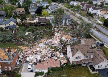 Al menos ocho personas fueron hospitalizadas en Naperville, donde 22 casas quedaron inhabitables y más de 130 viviendas resultaron dañadas. Foto: ABC.