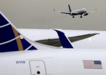 Un avión aterriza en el aeropuerto de Miami, EE.UU. Foto: Airlines Association / Archivo.