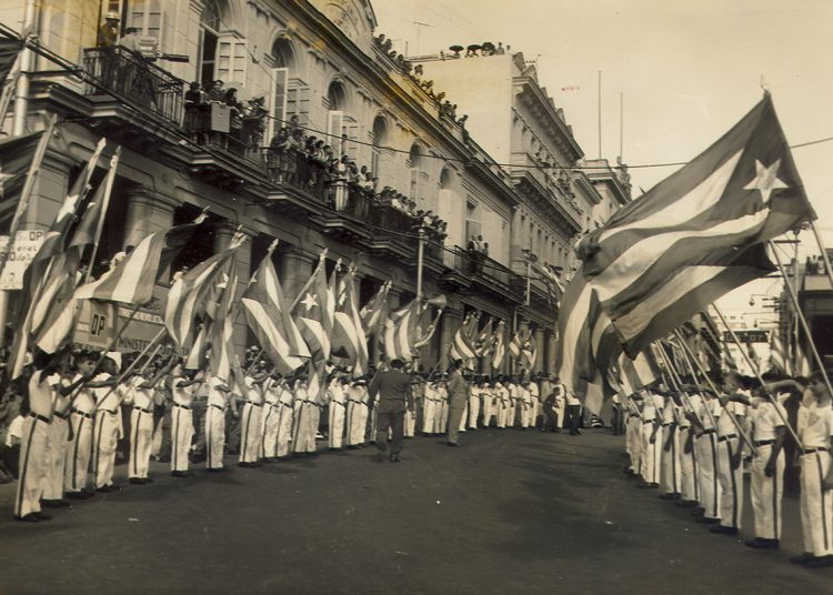 Desfile escolar en La Habana, 1960.