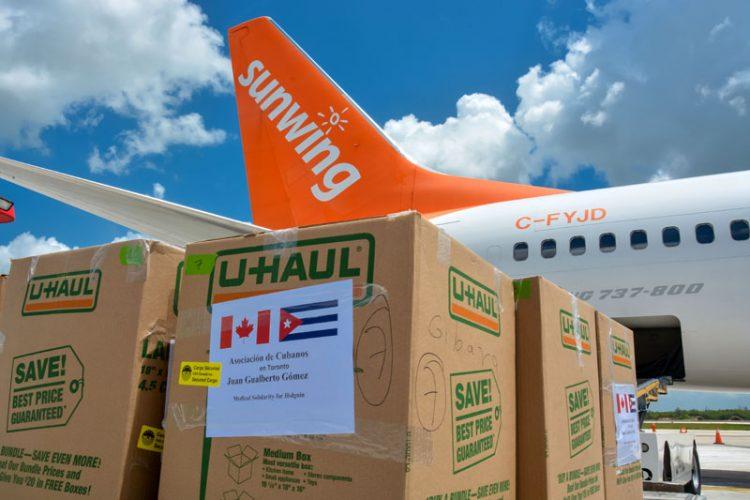 Donativo de insumos médicos realizado por cubanos residentes en Canadá, a su llegada al Aeropuerto Internacional Frank País, de Holguín, el 12 de junio de 2021. Foto: Juan Pablo Carreras / ACN.