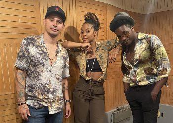 """Leoni Torres, Brenda Navarrete y Cimafunk durante la grabación de """"Aunque sea un ratico""""."""