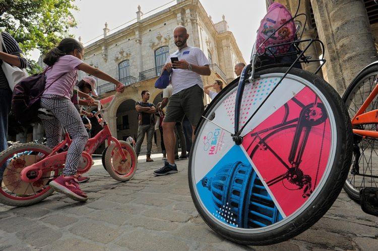 Pedalea por el clima fue un evento organizado en 2019 por la delegación de la Unión Europea en Cuba que reunió a unas 400 personas en La Habana Vieja. Foto: facebook.com/UEenCuba