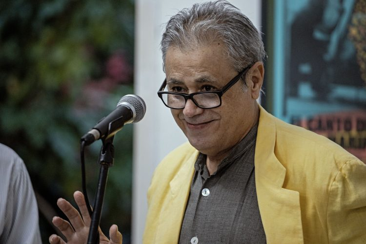 El escritor cubano Senel Paz, que recibió el Premio Nacional de Cine 2020. Foto: twitter.com/FestCineHabana