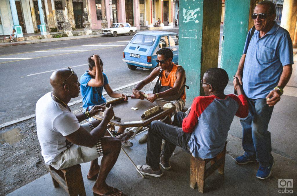 Domino table in a Cuban neighborhood. Photo: Kaloian Santos