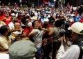 Un hombre es arrestado durante un acto de apoyo a la Revolución Cuba, en La Habana, este sábado 17 de julio de 2021. Foto: Ernesto Mastrascusa / EFE.