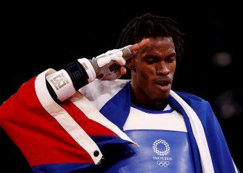 Rafael Yunier Alba Castillo de Cuba celebra tras vencer a Hongyi Sun de China en la lucha por el bronce en +80kg masculinos de taekwondo durante los Juegos Olímpicos 2020, este martes en el recinto de Makuhari Messe en Tokio (Japón). EFE/José Méndez