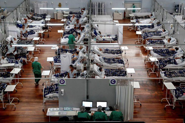 Pacientes de la COVID-19 en Brasil. Foto: Sebastiao Moreira / EFE / Archivo.