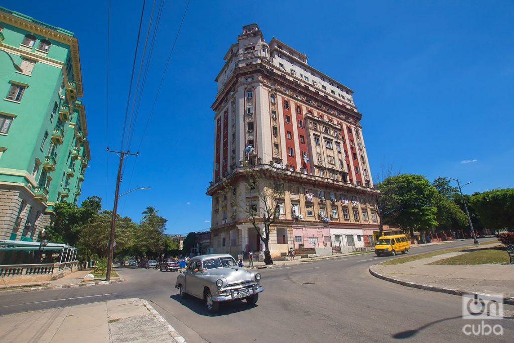 Avenida de los Presidentes (G Street) and 25 Street, El Vedado. Photo: Otmaro Rodríguez