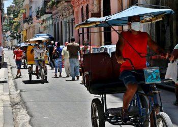 Vista general de una tradicional calle en la Habana vieja hoy, en La Habana (Cuba). Foto: EFE/ Ernesto Mastrascusa.