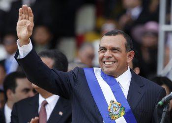 Porfirio Lobo tomando posesión como presidente de Honduras, el 27 de enero de 2010. Foto: AP.