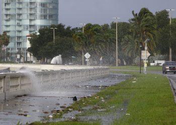 El malecón de Tampa bajo Elsa. Foto: Tampa Bay Times.