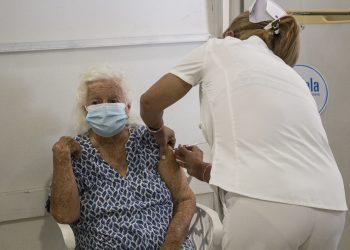 La Fábrica de Arte Cubano (FAC) acoge por estos días la intervención sanitaria contra la COVID-19. Foto: Yoel Rodríguez Tejeda.