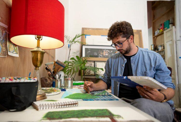 Rafael Villares en su estudio; La Habana, 2021. Foto: CeCe Monteagudo.
