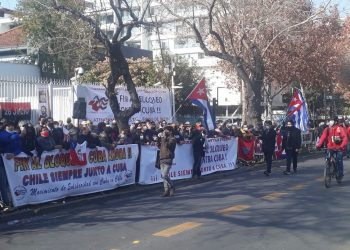 Protestas frente a la Embajada cubana en Chile. Foto: Diego Ortolani