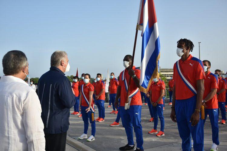 La delegación cubana que participará en los Juegos Olímpicos de Tokio fue abanderada este sábado. Foto: Tomada del Twitter de Presidencia Cuba.