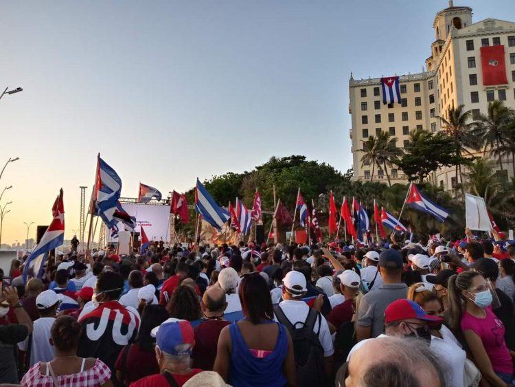 Concentración a favor del gobierno cubano en la zona de La Piragua, en La Habana, en la mañana del sábado 17 de julio de 2021. Foto: @PresidenciaCuba / Twiiter.