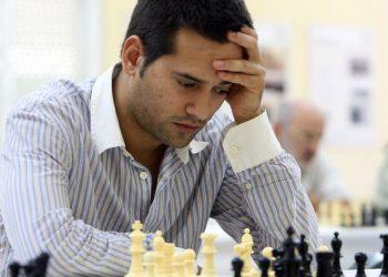 El ajedrecista cubano radicado en España, GM Arián González, detenido en la Isla tras las recientes protestas contra el gobierno. Foto: La Voz de Galicia / Archivo.