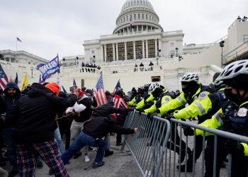 Imagen del inicio del asalto al Capitolio de Washington, EE.UU, el 6 de enero de 2021. Foto: Mark Dulles / AP / Archivo