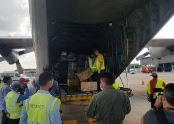 Descarga del donativo enviado desde Bolivia. Foto: twitter.com/CubaMINREX