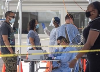 Toma de muestras para la detección del coronavirus en Florida, EE.UU. Foto: Cristobal Herrera-Ulashkevich / EFE / Archivo.