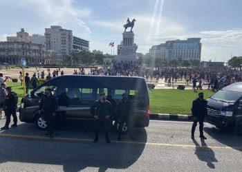 Una de las protestas,  punto cercano al malecón habanero. Domingo 11 de julio. Foto: twitter.com/reuterssarah