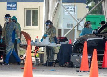 Centro de toma de pruebas para detectar la COVID-19, en Tropical Park de Miami, Florida. Foto: Cristóbal Herrera-Ulashkevich / EFE / Archivo.