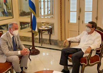 Encuentro entre el secretario de Relaciones Económicas Internacionales de Argentina, Jorge Neme (izq) y el titular de Exteriores de Cuba, Bruno Rodríguez. Foto: @JorgeNeme_ / Twitter.