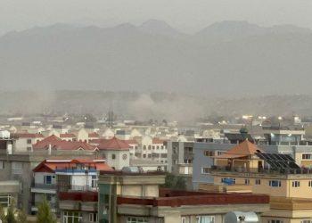 El ataque de ISIS al aereopuerto de Kabul. Foto: Axios.