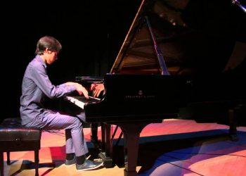 El joven pianista cubano Rodrigo García Ameneiro. Foto: YouTube.