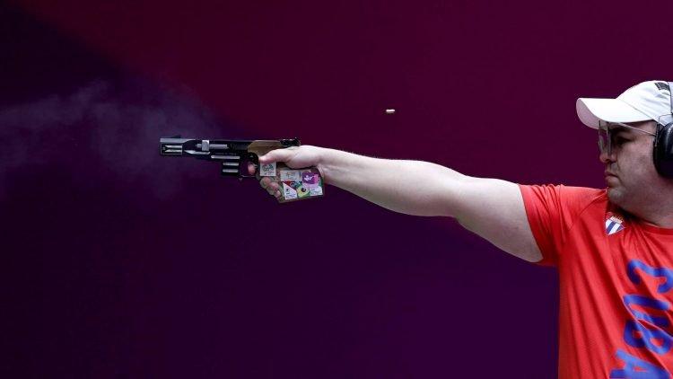 El tirador cubano Leuris Pupo ganó la medalla de plata en la final de la pistola rápida a 25 metros en los Juegos Olímpicos de Tokio. Foto: Reuters.