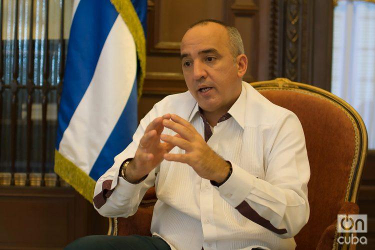 Ernesto Soberón Guzmán, director general de Asuntos Consulares y Cubanos Residentes en el Exterior del MINREX, en entrevista exclusiva con OnCuba. Foto: Otmaro Rodríguez.