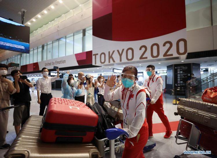 Liu Shiwen del equipo chino de tenis de mesa, llega al aeropuerto de Narita en Tokio, Japón. Foto de Cao Can/Xinhua/Archivo.