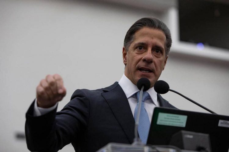 El superintendente escolar de Miami-Dade, Alberto Carvalho. Foto: Miami Herald.
