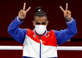 Arlen López se convirtió en el décimo boxeador cubano con al menos dos títulos en Juegos Olímpicos. Foto: Rungroj Yongrit/EFE.