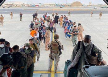 Las evacuaciones en los últimos días se procesan con más seguridad tras los ataques al aeropuerto de Kabul. | Foto: Getty Images