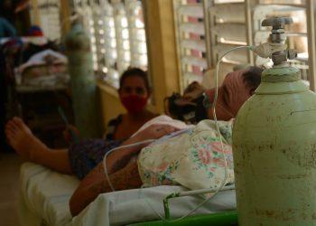 Paciente con la COVID-19 en una institución médica de la provincia cubana de Ciego de Ávila. Foto: Osvaldo Gutiérrez / ACN.
