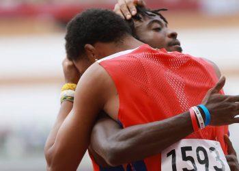 Juan Miguel Echevarría y Maykel Massó ganaron plata y bronce en el salto largo. Foto: Reuters.
