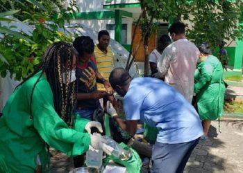 Médicos cubanos asisten a población haitiana. Foto: twitter.com/embacuba_haiti