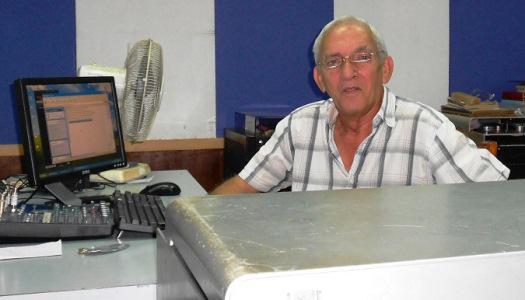 El veterano radialista Franklin Reinoso Rivas, Premio Nacional de Radio 2021 en Cuba. Foto: Granma / Archivo.