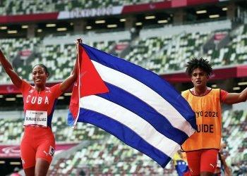Omara Durand revalidó su título en los 400 metros y volverá a la pista para buscar su segundo oro en Tokio, ahora en el hectómetro. Foto: Sputnik Mundo