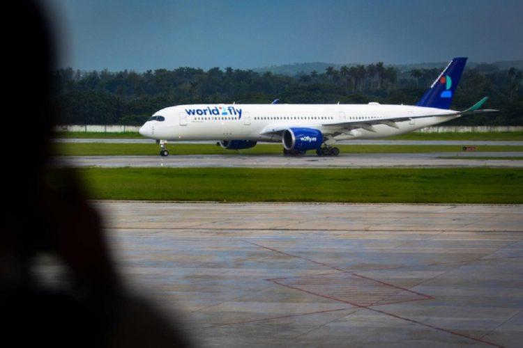 Avión Airbus A350 perteneciente a la aerolínea World2Fly de Iberostar, realiza su primer vuelo comercial a Cuba, en el Aeropuerto Internacional José Martí, en La Habana, Cuba, el 22 de septiembre de 2021. Foto: Ariel Ley Royero/Acn.