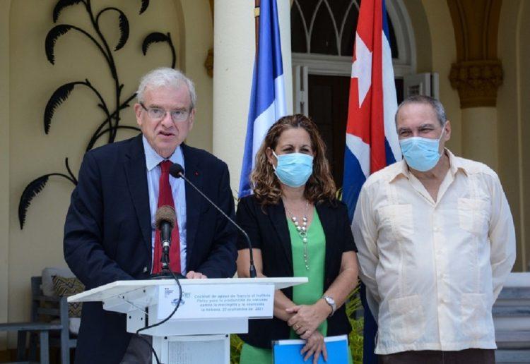Intervención de Patrice Paoli, embajador de Francia en Cuba, durante el acto donde Francia apoya al Instituto Finlay de Vacunas con financiamiento para reforzar capacidades de producción de vacunas contra la meningitis y la neumonía, en La Habana, el 22 de septiembre de 2021. ACN Foto: Marcelino Vazquez Hernández/Acn