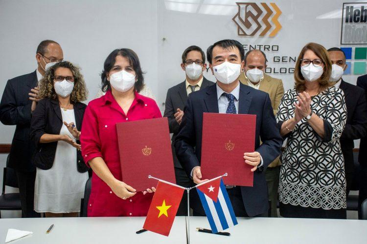 Autoridades de Cuba y Vietnam firman acuerdo en materia de biotecnología y salud. Foto: perfil de Twitter del CIGB.